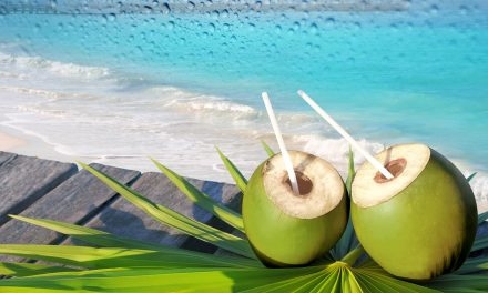 ठंडक के साथ-साथ पोषण भी देता है नारियल पानी