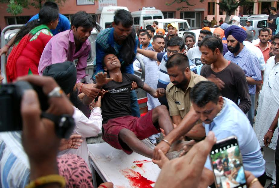 बस की ब्रेक फेल होने  से हुआ भयंकर हादसा , 7 की मौत , 17 घायल
