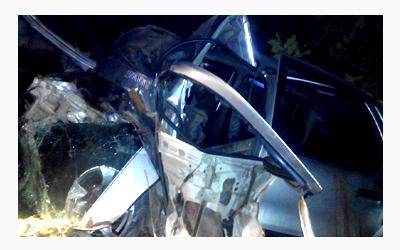 कार बेकाबू होकर पेड़ से टरकाई दो की मौत दो गंभीर घायल