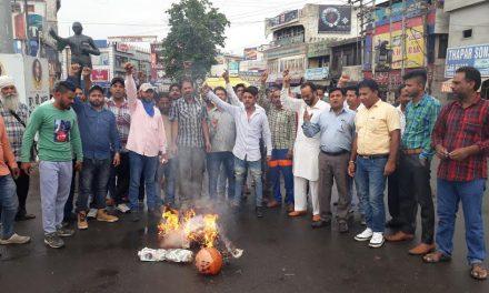 बेगमपुरा टाईगर फोर्स की तरफ से मोदी और योगी सरकार का पुतला फूंका गया