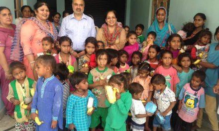 आंगनवाड़ी केंद्रों में पढ़ रहे बच्चों के चेहरों पर मुस्कराहट बिखेरने के लिए जिला प्रशासन ने की पहल
