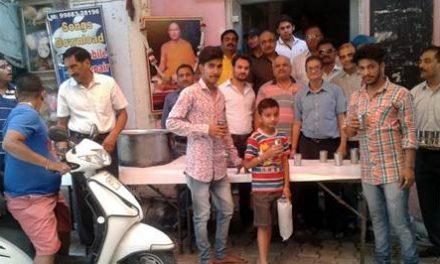 श्रीमद् विजयानंद सुरीश्वर महाराज की 121वीं पुण्यतिथि पर ठंडे मीठे दूध की लगाई छबील