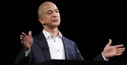 किताब बेचते-बेचते बन गए अमेजन के फाउंडर, कमाई रोजाना 426 करोड़