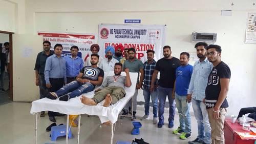 पंजाब टेक्नीकल युनिर्वसिटी के होशियारपुर कैंपस में रक्तदान कैंप