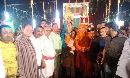श्रीराम लीला में किया सीता हरण के दृश्य का मंचन किया