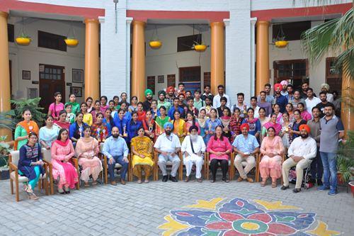 खालसा कालेज माहिलपुर में युवक मेले में विजेता रहे छात्रों का सम्मान