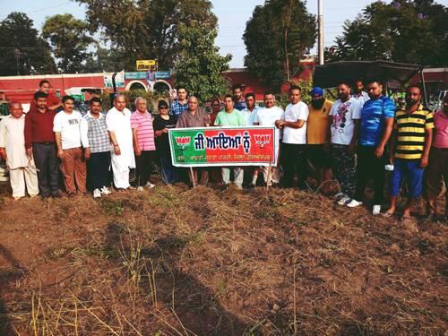 डा. घई की अगुवाई में रेलवे स्टेशन पार्क में चलाया दो दिवसीय स्वच्छता अभियान