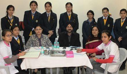 डॉ. रुपिंदर व डॉ. सुखमीत ने जैम्स कैम्ब्रिज स्कूल के बच्चों को दांतों से जुड़ी बिमारियों के बारे किया जागरुक