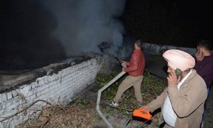 पेंट की फैक्ट्री में लगी आग , इलाके में दहशत का माहौल