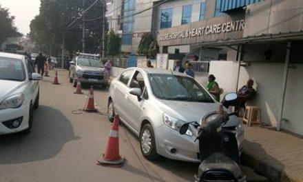 आधी सड़क को निगल गया टैगोर अस्पताल
