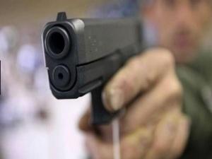 शादी समारोह में नाचने को लेकर विवाद,युवक को गोली मारी