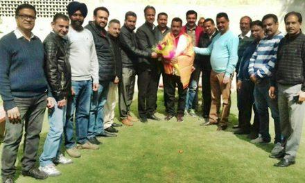 मेयर शिव सूद और भाजपा नेताओं ने किया राकेश डोगरा का सम्मान