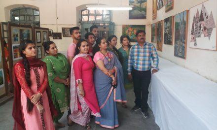 सरकारी कालेज के फाइनआर्टस विभाग में 61वीं चित्रकला प्रदर्शनी लगाई गई ।