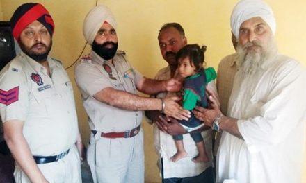 बच्ची को अपहरण कर ले जाती महिला लोगों ने धरी, छित्तर परेड कर किया पुलिस के हवाले