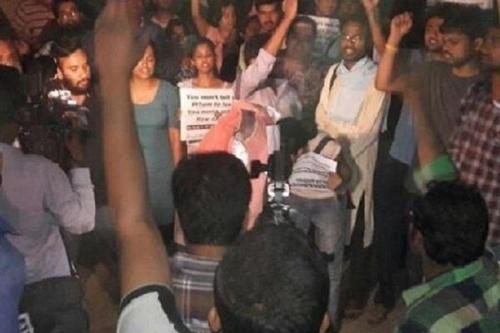 JNU में 'लव जिहाद' पर बनी फिल्म को लेकर विवाद, छात्रों के बीच हुई हिंसक झड़प