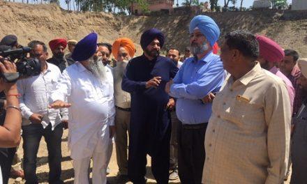 नवजोत सिंह सिद्धू ने घामिया गांव के नजदीक स्थित क्रैशर वाले स्थान का किया दौरा