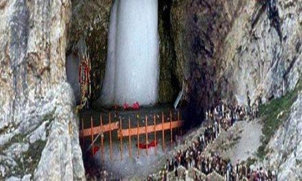 अमरनाथ यात्रा शुरू होने से पहले पवित्र गुफा में प्रवेश करने वालों का मामला गर्माया
