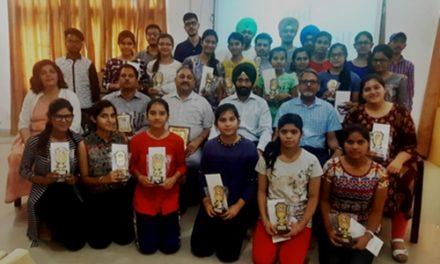 रयात बाहरा ने होशियारपुर जिले के बाहरवीं की परीक्षा में अव्वल रहे छात्रों को किया  सम्मानित ।