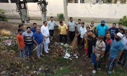 होशियारपुर भाजपा ने स्वच्छता दिवस दौरान शिमला पहाड़ी में सफाई अभियान चलाया