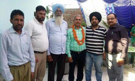 सेवानिवृत्त होने पर मनोहर सिंह को किया सम्मानित