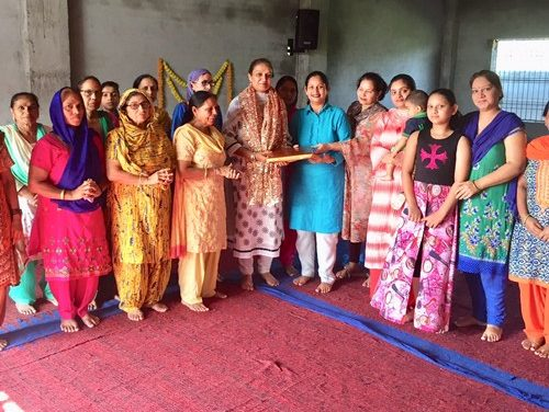 सांई धाम में नत मस्तिक हुई नव नियुक्त भाजपा महिला मोर्चा अध्यक्ष रीना जेतली।