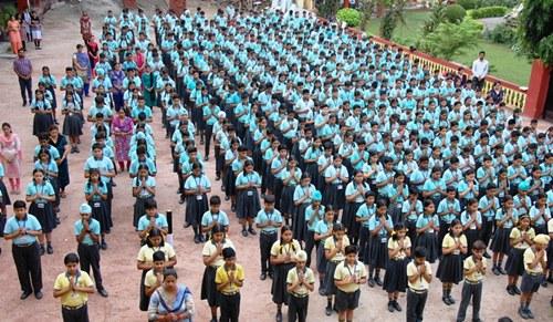 स्व. प्रधानमंत्री वाजपेयी को एसएवी जैन स्कूल के विद्यार्थियों ने किए श्रद्धासुमन अर्पित