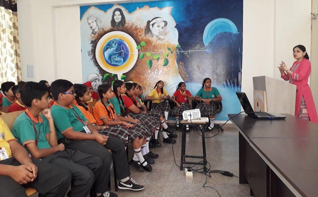 रयात बाहरा स्कूल में डॉ. सुखमीत ने दुषित पानी से फैलने वाली बिमारियों के बारे में बच्चों को बताया ।