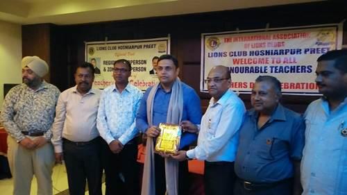 डॉ. चंद्र मोहन को अध्यापक दिवस पर किया सम्मानित