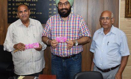 ए.डी.सी हरबीर सिंह ने खरीदी सरस मेले की पहली 50 टिकटें