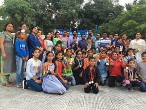 तैराकी खिलाड़ियों को सचदेवा ने ईनाम वितरित किए