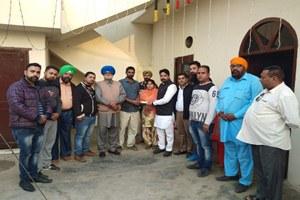 सेवा संस्था वेलफेयर सोसाइटी ने बेटी की शादी के लिए 11000 रुपये भेंट किये