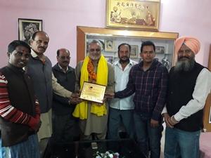 शहीद भगत सिंह वैल्फेयर सोसायटी ने कुलबीर सिंह ओजला को सेवामुक्त होने पर किया सम्मानित