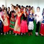 एसएवी जैन डे बोर्डिंग स्कूल में किंडर गार्टन के बच्चों की डांस प्रतियोगिता आयोजित