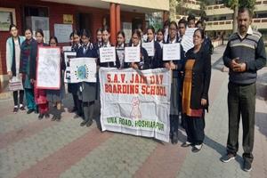 एसएवी जैन डे बोर्डिंग स्कूल के बच्चों ने निकाली स्वच्छ भारत अभियान के तहत रैली