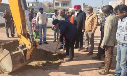 कैबिनेट मंत्री अरोड़ा ने वार्ड नंबर 29 में सडक़ निर्माण कार्य की करवाई शुरुआत
