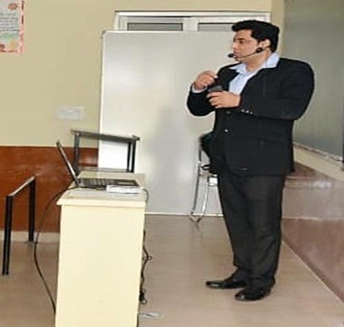 बोर्ड परीक्षा में सफलता के लिए डा. सरीन ने दिए टिप्स