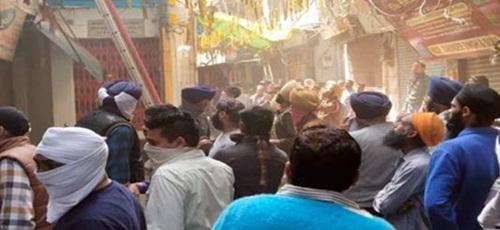 ਅੰਮ੍ਰਿਤਸਰ ਦੇ ਗੁਰੂ ਬਾਜ਼ਾਰ 'ਚ ਲੱਗੀ ਭਿਆਨਕ ਅੱਗ, ਸਾਰਾ ਸਮਾਨ ਸੜ ਕੇ ਸੁਆਹ: