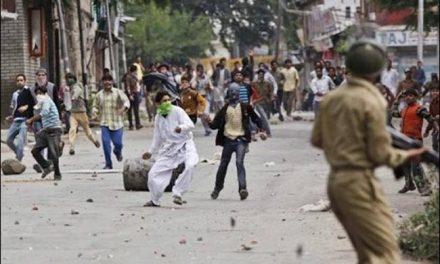 अचानक कैसे कश्मीर में इतने पत्थरबाज पैदा हो गए