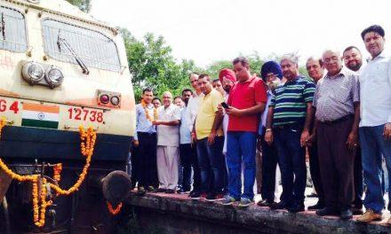 -15 अगस्त से मोदी सरकार ने रेलवे के हर इंजन के आगे किया तिरंगा अंकित