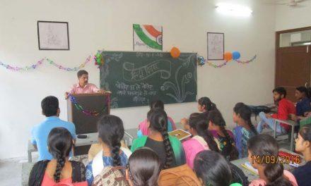 खालसा कालेज में हिन्दी दिवस मनाया गया ।