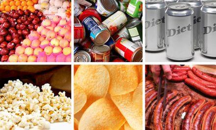 ये 10 चीज़ें खाते हैं तो संभल जाएं, कैंसर है आपके इंतज़ार में