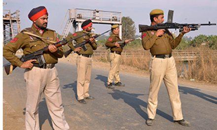 पुलिस ने की बड़ी चूक , आतंकबादी समझकर निर्दोष लोगों पर ही चलाई गोलियां