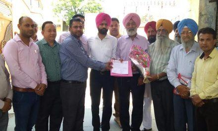 कैमिस्ट एसोसिएशन गढ़दीवाला का प्रतिनिधिमंडल संगत सिंह गिलजियां को मिला