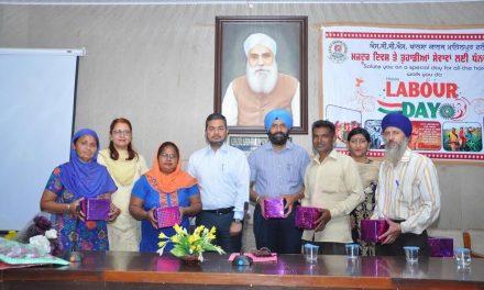 मजदूर दिवस पर खालसा कॉलेज में 65 मजदूरों का सम्मान।