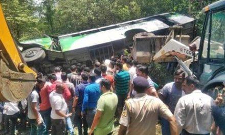 ढलियारा के समीप बस खाई में पलटी, 6 यात्रियों की मौत, दर्जनों घायल