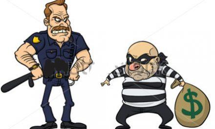 चोर चोरी के एक लाख रुपए समेत काबू