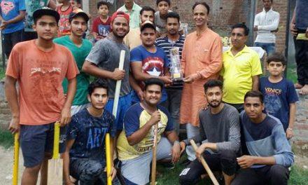 मेयर ने क्रिकेट टूर्नामैंट दौरान खिलाडिय़ों को पुरस्कृत किया