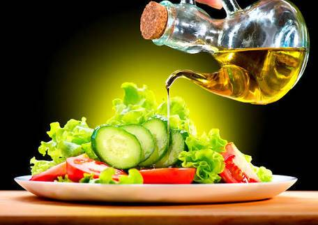 Oil in salads may boost its nutritional benefits: Dr. Sukhmeet