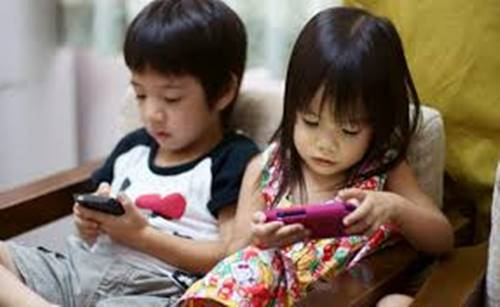 Smartphone use disrupts sleep in kids, teens:- Dr. Sukhmeet