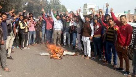 भगवान् परशुराम सेना ने पाकिस्तान का पुतला फूंक कर प्रदर्शन किया